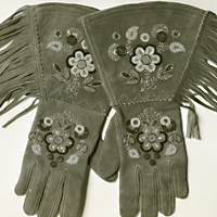 Metis beaded gloves