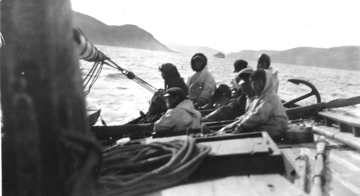 Eskimos on Boat, Institute for Northern Studies fonds